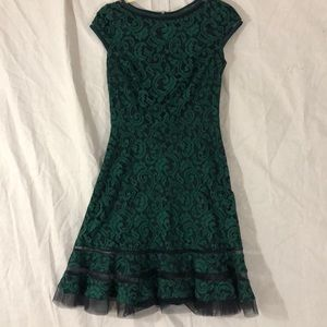 Very flattering sophisticated dress!